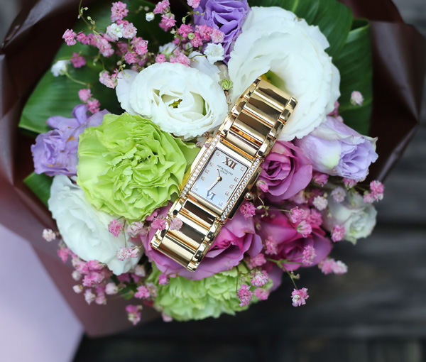 Wearing Yellow Gold Bracelet Replica Patek Philippe Twenty~4® With Queen Elizabeth I