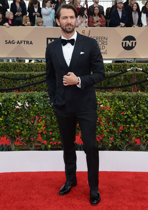 Michiel Huisman Wore Red Gold Baume & Mercier Clifton Replica On 22nd SAG Awards