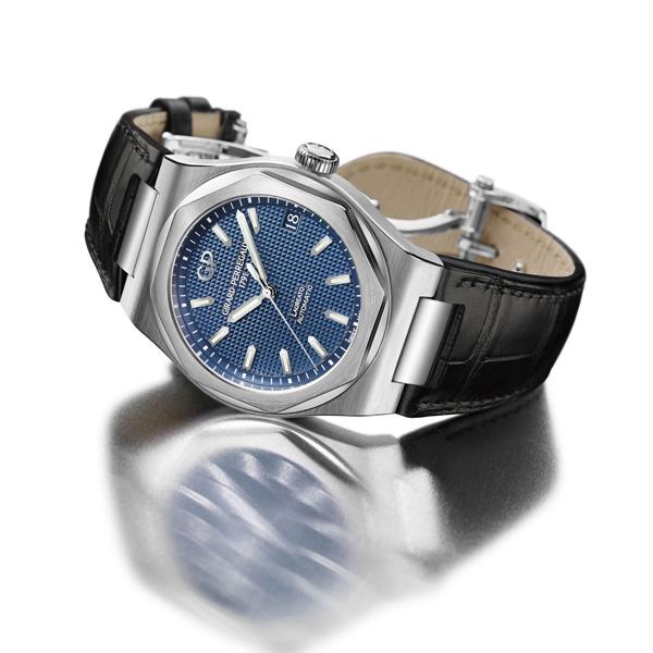 blue dial replica Girard Perregaux Laureato