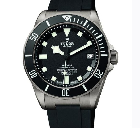 Tudor replica watches with black dials are in luminous time scales.