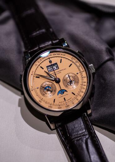 Swiss reproduction watches are valuable with white gold cases and pink gold dials.