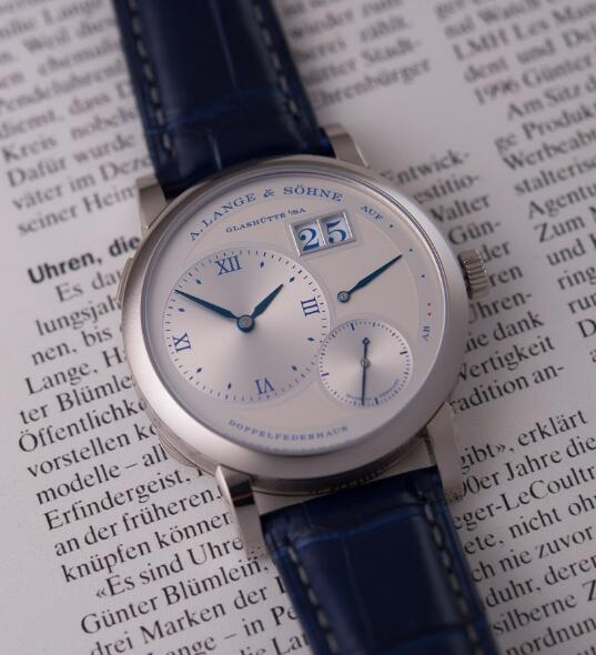 Luxurious reproduction watches sales are novel with blue leather straps.