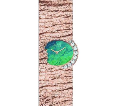 The opal dial exudes different colors under different light.