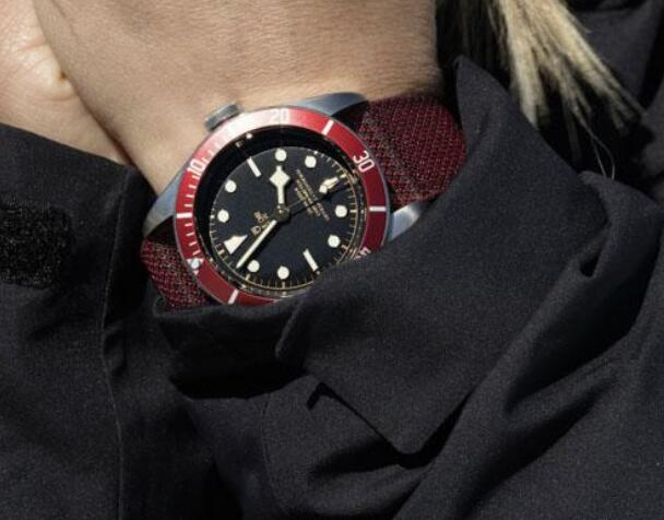 The red bezel has added the dynamic touch to the model.