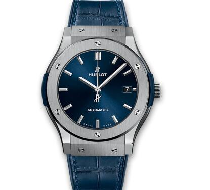 The midnight blue endows the timepiece with mysterious and fascinating taste.