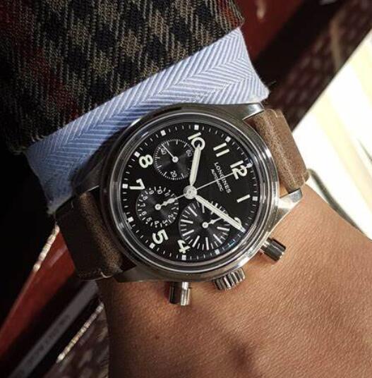 Online replica watches present the black dials.