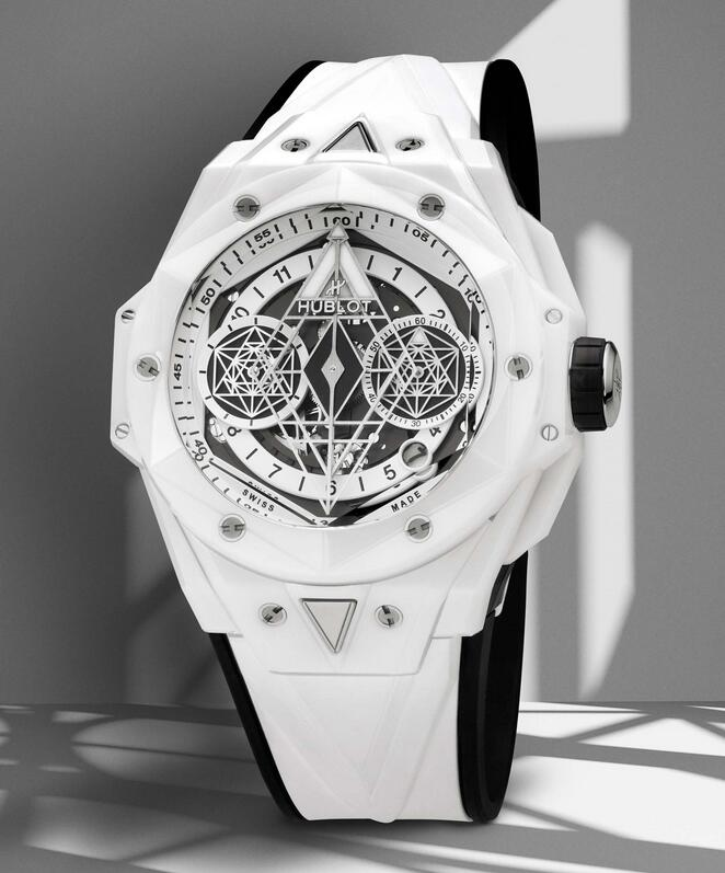 Online imitation watches are quite pure in white color.